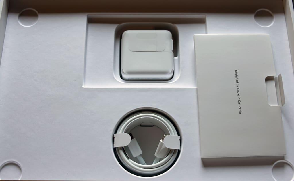 MacBook Air(M1, 2020)の付属品