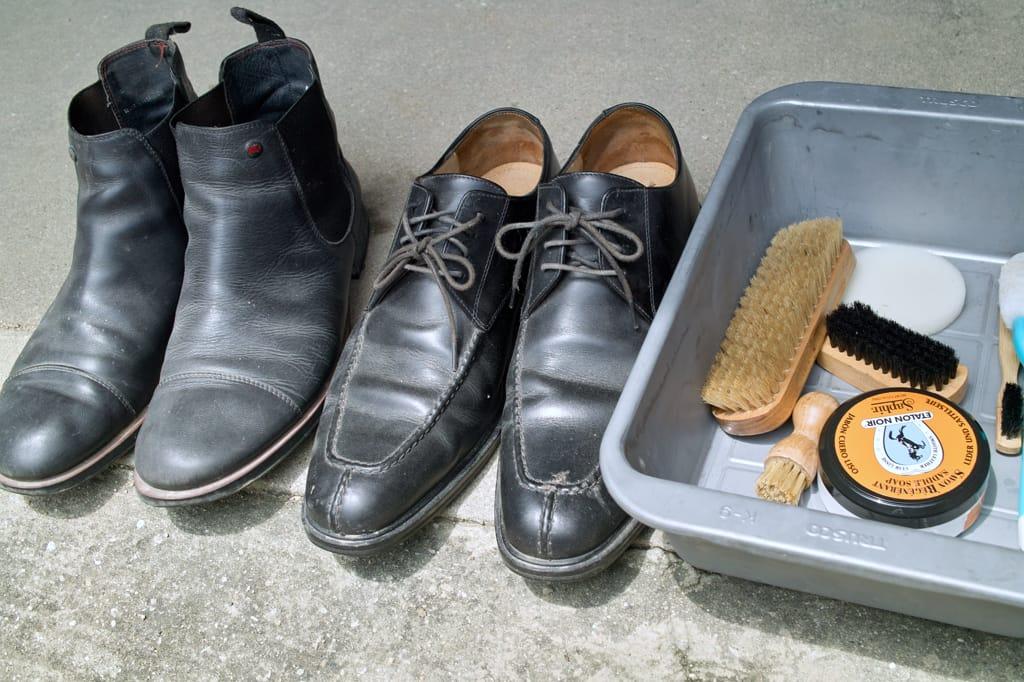 コールハーンとカンペールの靴をサドルソープで洗う前の画像