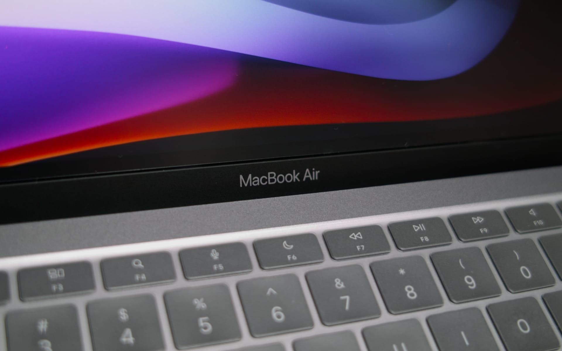 M1 MacBook Airの液晶保護フィルムとキーボードカバーの使用レビュー