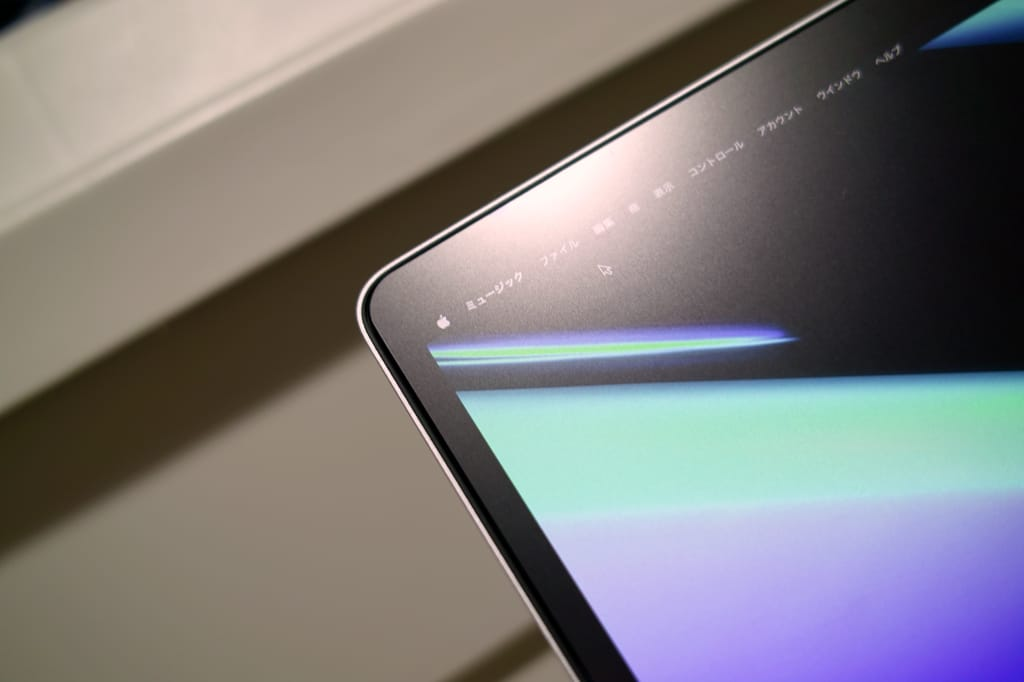 NIMASOのMacBook Air用アンチグレア液晶保護フィルムの反射画像